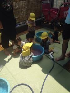 黄色ちゅうりっぷ6月新聞プール、色水遊び_7309