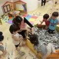 【赤ちゅうりっぷ組】新聞プールで遊んだよ!