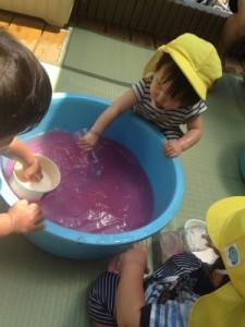 黄色ちゅうりっぷ6月新聞プール、色水遊び_9231